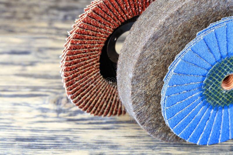 Set dla mleć płatków okręgi od różnych adra i filc okrąg na lekkim beżowym tle w unsharpness zdjęcie royalty free
