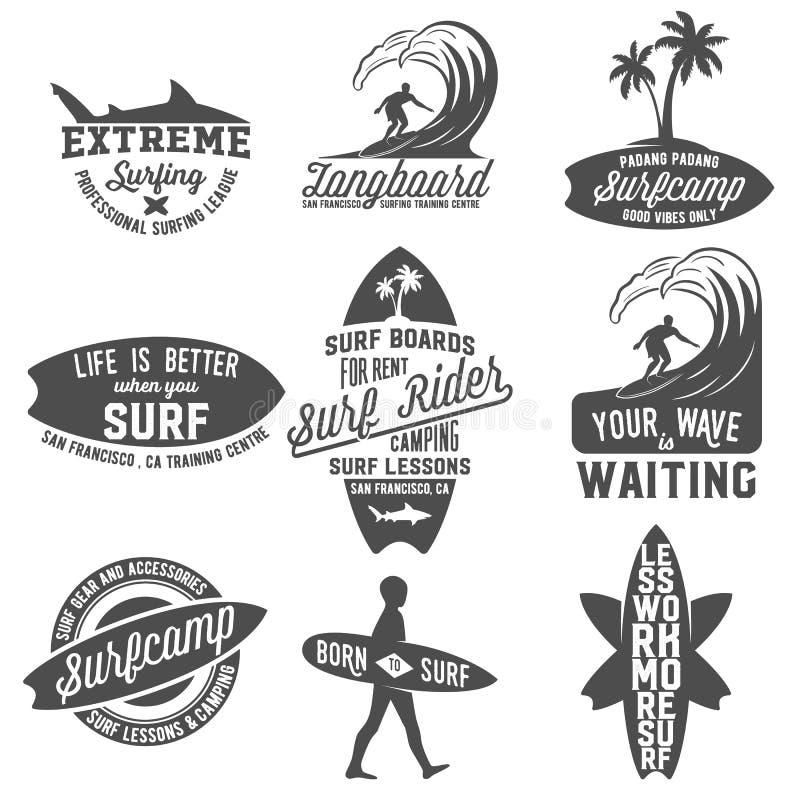 Set etykietki, odznaki i emblematy rocznika surfingu, ilustracja wektor