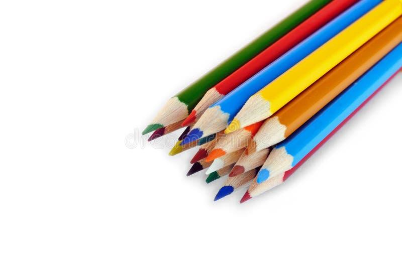Set farbige Bleistifte gelegt in gelegentliche Ordnung lizenzfreies stockbild