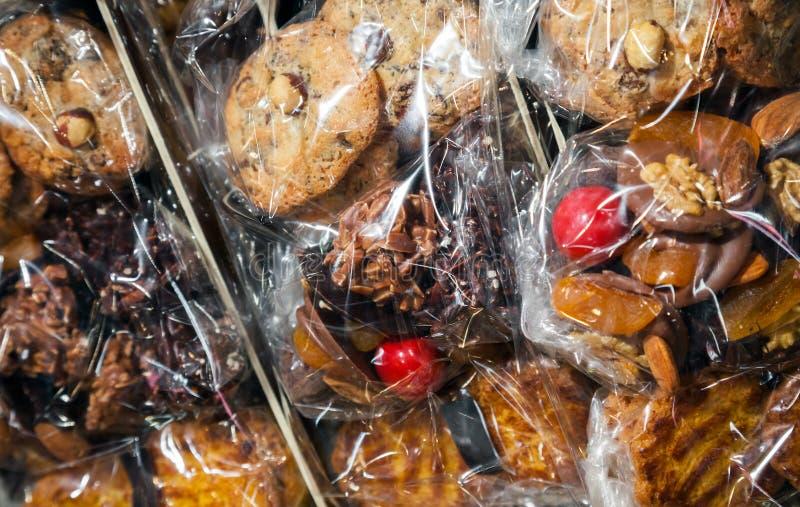 Set francuzi pakujący cukierki kłaść na kontuarze obrazy stock