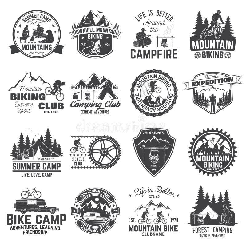 Set góry jechać na rowerze i obozuje świetlicowa odznaka wektor ilustracji