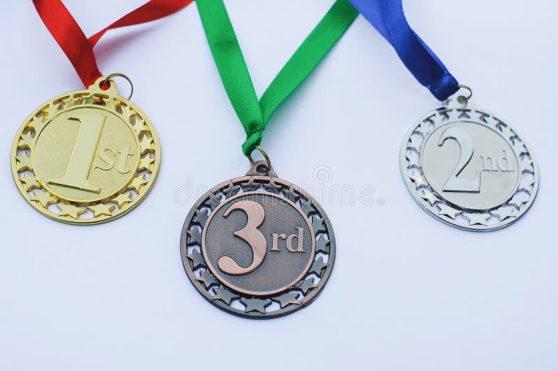 Set Gold-, silbernen und Bronzemedaillen preise stockfoto