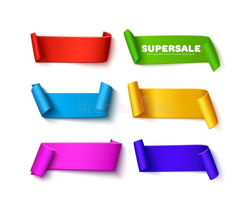 Set kolorowi wyginający się papierowi tasiemkowi sztandary z rolkami i przestrzeń dla teksta na bielu ilustracji