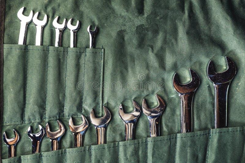 Set kombinacj wyrwania na zielonej tkaninie dla naprawiać i załatwiającej obraz royalty free