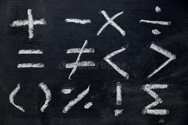 Set matematyka symbolu remis biel kredą na blackboard zdjęcia royalty free