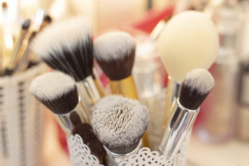 Set muśnięcia w szkle dla stosować makeup narzędzi i element wyposażenia makeup artysta fotografia royalty free