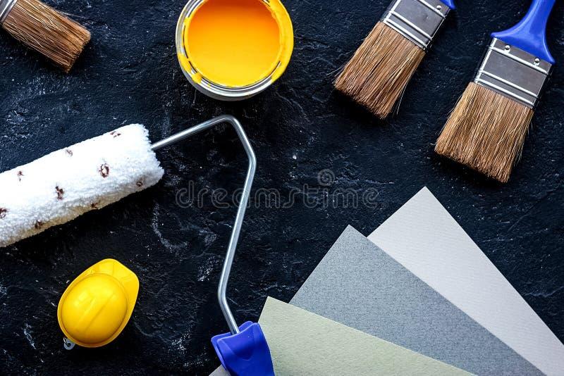 Set narzędzia dla malować na czerń kamienia biurka tła wierzchołku rywalizuje fotografia stock