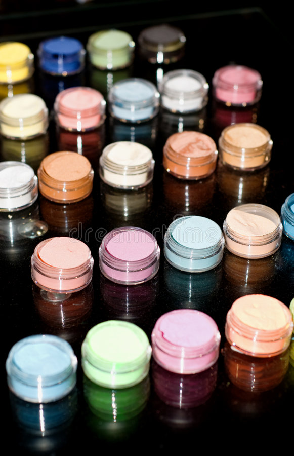 Free Set Of Powder Cosmetic On A Mirror Table Royalty Free Stock Photography - 5772177