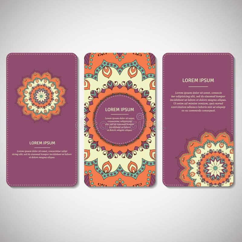 Set ornamentacyjne karty, ulotki z kwiatu mandala w fiołku, o ilustracji