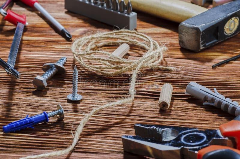 Set pracujący narzędzia dla robić gospodarstwo domowe obowiązek domowy obraz royalty free