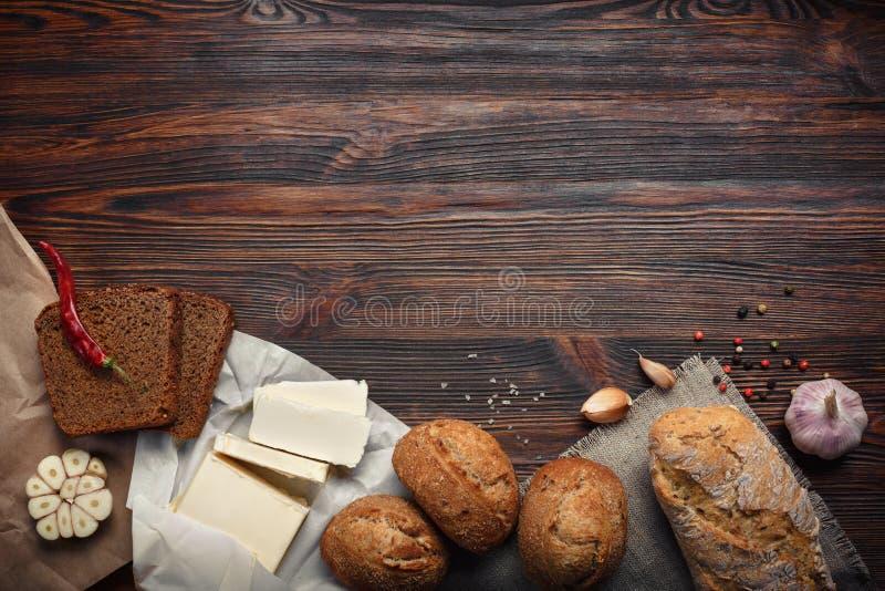 Set produkty na brown desce zdjęcie royalty free