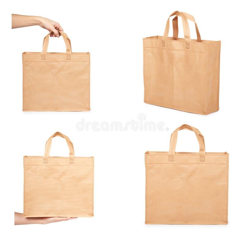 set różna Reusable papierowa torba dla sklepów spożywczych lub prezentów z ręką, kopii przestrzeń, odizolowywająca na białym tle obrazy royalty free