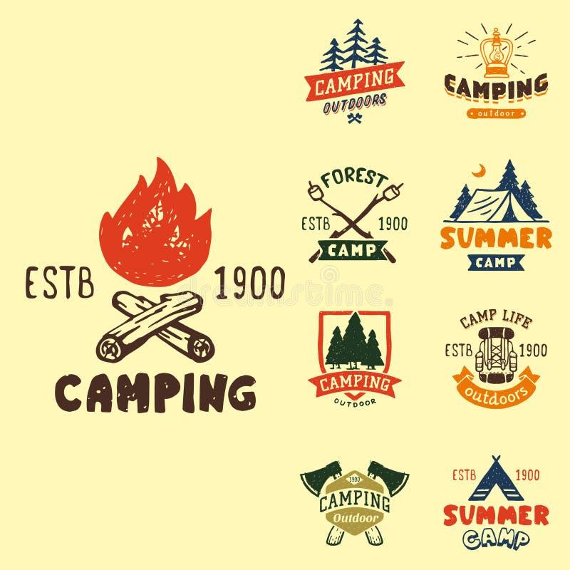 Set roczników drewna obozuje odznaki i podróż loga emblematów natury góry obozu ręka rysująca plenerowa wektorowa ilustracja ilustracji