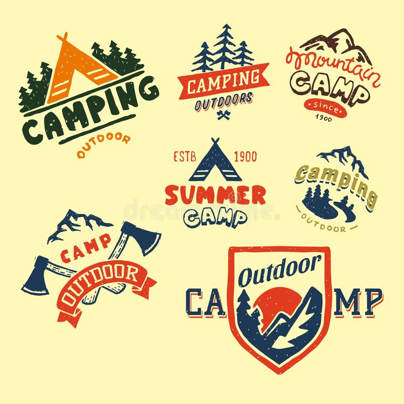 Set roczników drewna obozuje odznaki i podróż loga emblematów natury góry obozu ręka rysująca plenerowa wektorowa ilustracja ilustracja wektor