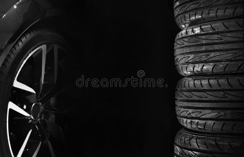 Set samochodowe opony z aliaży kołami fotografia royalty free