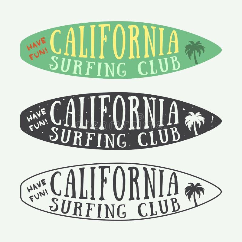 Set surfingów logowie, etykietki, odznaki i elementy w roczniku, projektujemy ilustracji