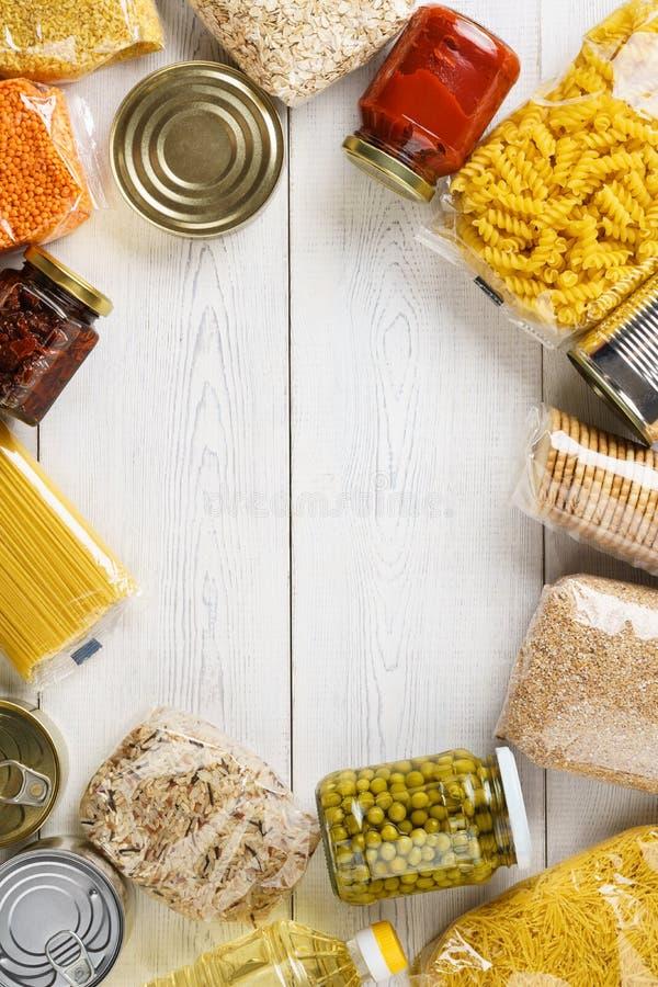 Set surowi zboża, adra, makaron i konserwować jedzenie, obraz royalty free