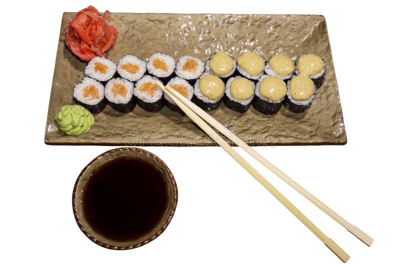 Set suszi rolki Hosomaki na prostokątnym stylizowanym półkowym zbliżeniu fotografia royalty free