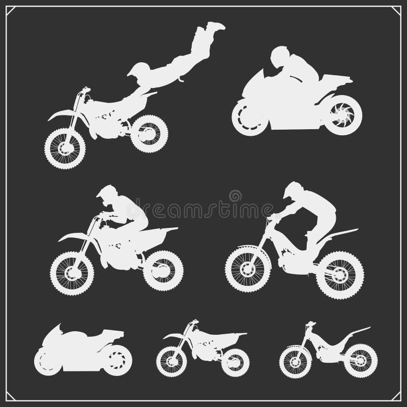 Set sylwetki, etykietki i emblematy motorowego sporta, Motocross skokowi jeźdzowie, moto próba, moto styl wolny i motorowy ścigać ilustracji