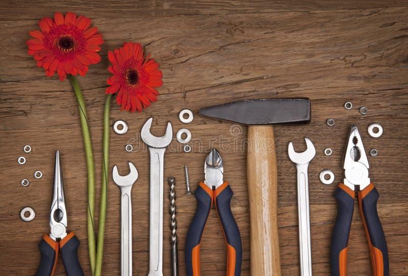 Set verschiedene Hilfsmittel mit Blumen stockfotos
