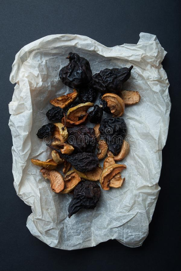 Set wysuszone, wysuszone i uwędzone owoc dla tradycyjnego napoju, - kompot zdjęcia royalty free