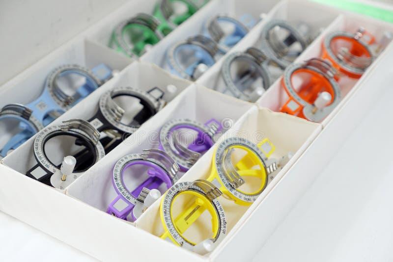 Set zastępowalni obiektywy i specjalny ogólnoludzki próbny oczny położenie dla optometry i eyeglasses obraz royalty free