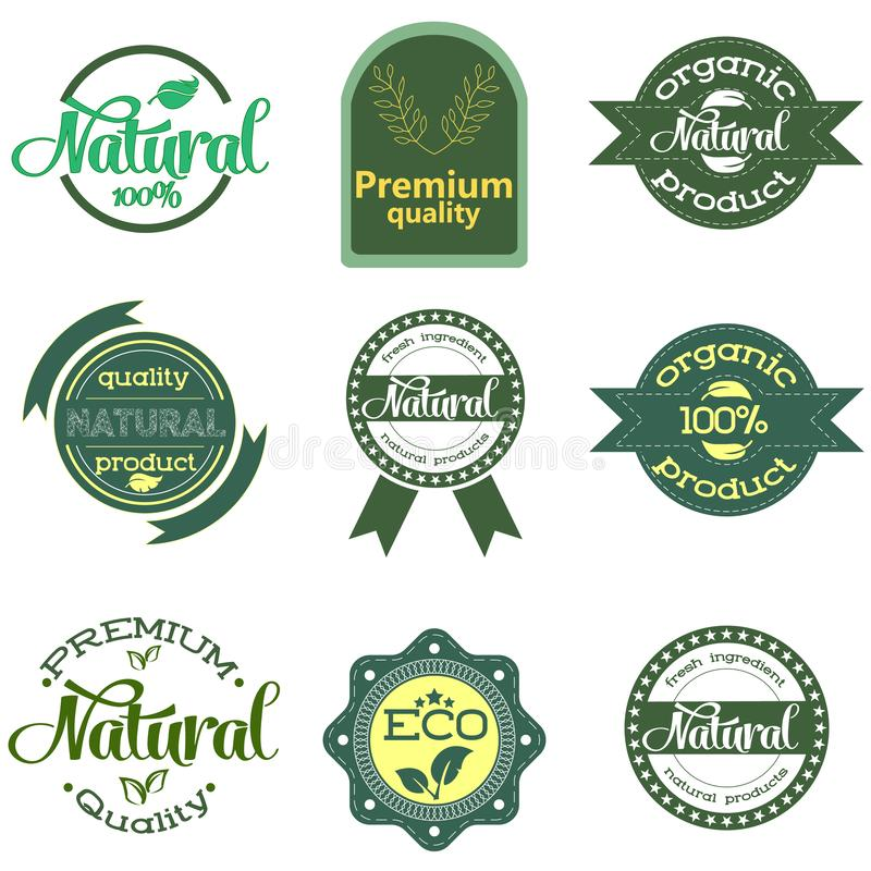 Set zieleni odznaki z liśćmi dla i etykietki organicznie, naturalnych, życiorys i eco życzliwych produktów odizolowywających na b ilustracji