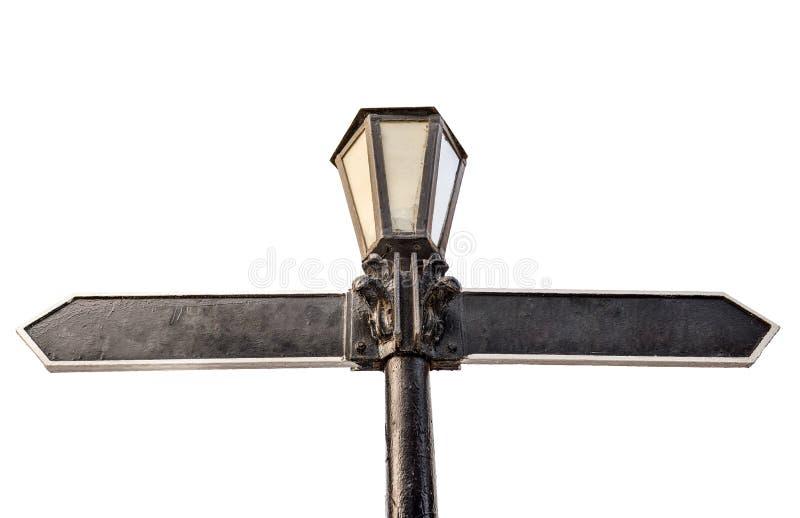 Seta direcional vazia na luz de rua isolada no branco Lâmpada retro do metal como o sinal de sentido Sinais de estrada do sentido fotografia de stock