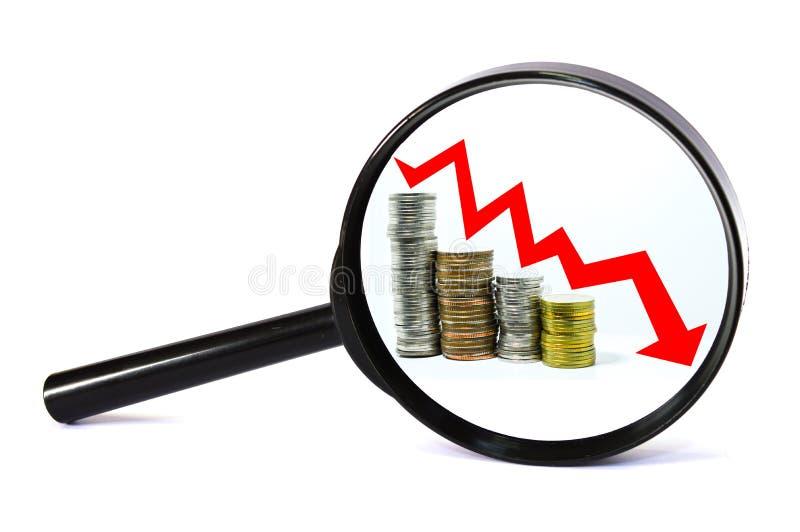 Seta vermelha do conceito da lupa para baixo imagem de stock royalty free