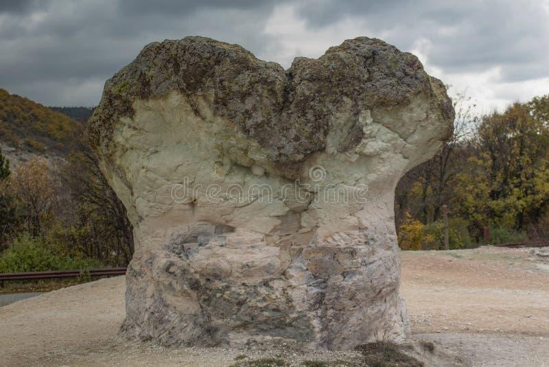 Setas de la piedra del fenómeno natural - una de las maravillas de Bulgaria en las montañas de Rhodope foto de archivo