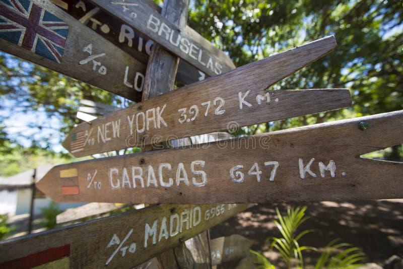 Setas de madeira do sinal do destino, venezuela imagens de stock
