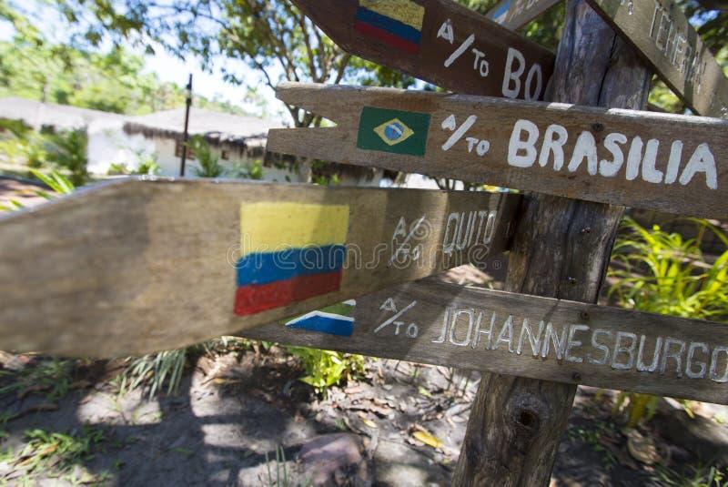 Setas de madeira do sinal do destino, venezuela imagens de stock royalty free