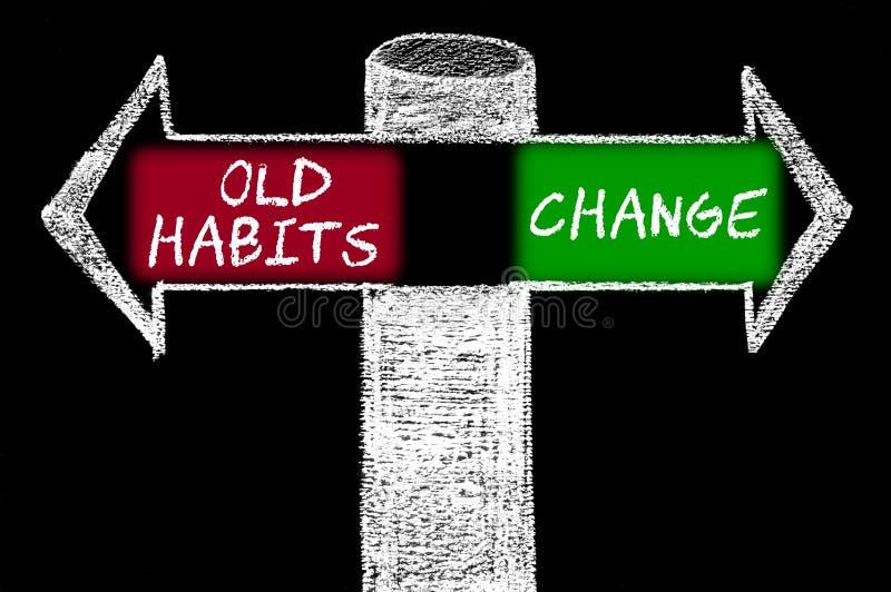 Setas opostas com hábitos velhos contra a mudança fotografia de stock royalty free