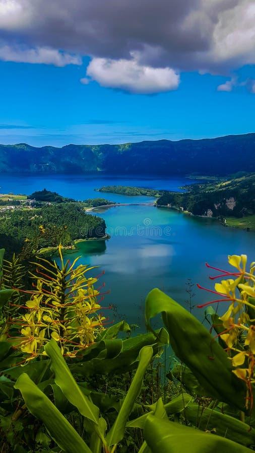 Sete Cidades nel lago Azul sul sao Miguel Azores dell'isola immagine stock