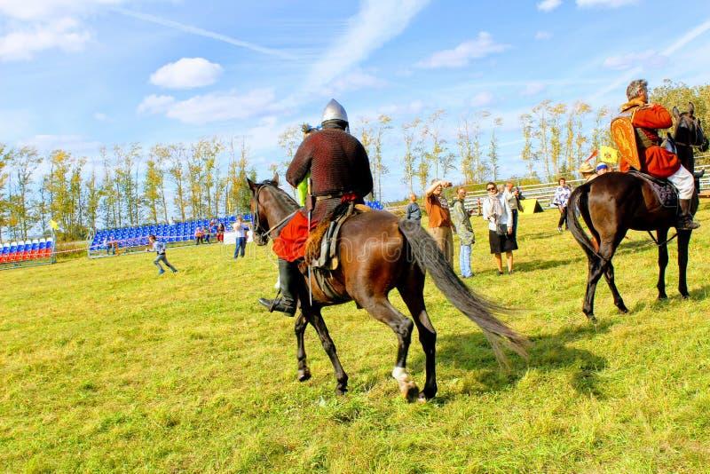 setembro, 16 2017, Tula, Rússia - o ` militar e histórico internacional do campo de Kulikovo do ` do festival: visores e particip imagens de stock
