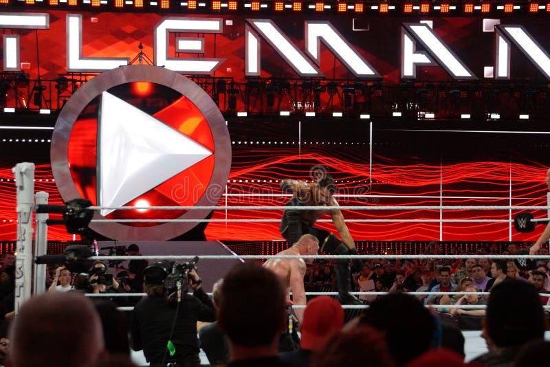 Seth Rollins-de rand stampt WWE-het gezicht van Kampioensbrock lesner in stock foto