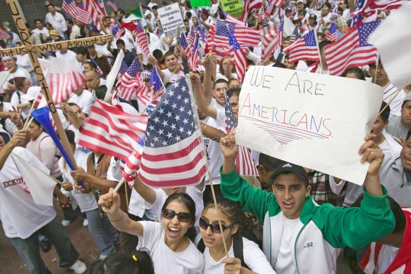 Setki tysięcy imigrantów uczestniczą w marszu dla imigrantów i meksykanie protestuje przeciw nielegalnej imigraci reformują fotografia royalty free