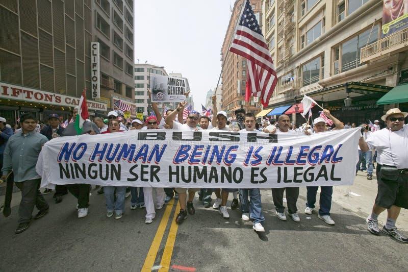 Setki tysięcy imigrantów uczestniczą w marszu dla imigrantów i meksykanie protestuje przeciw nielegalnej imigraci reformują zdjęcia stock