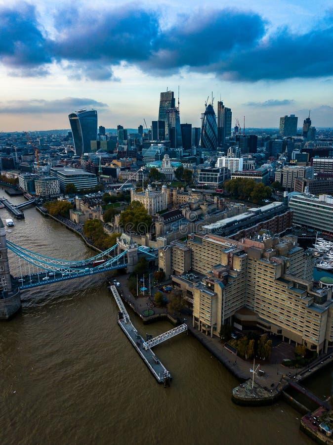 Setor empresarial da fotografia aérea da arquitetura da cidade de Londres imagem de stock