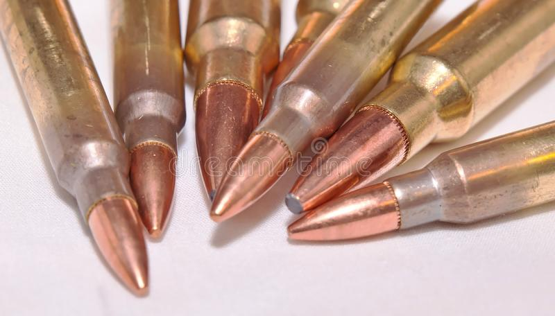 Sette pallottole del fucile, 223 e 300 calibri del magnum di Winchester fotografia stock libera da diritti