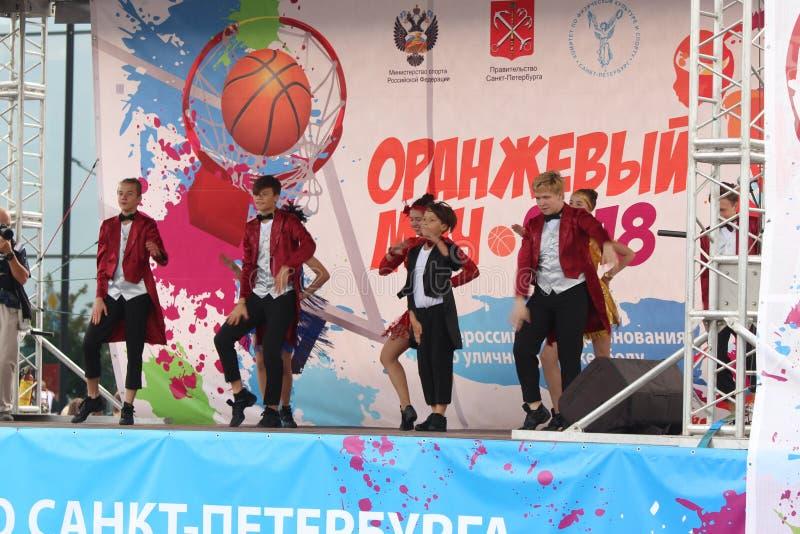 9 settembre 2018, la Russia, St Petersburg, prestazione del gruppo di ballo della gioventù immagine stock