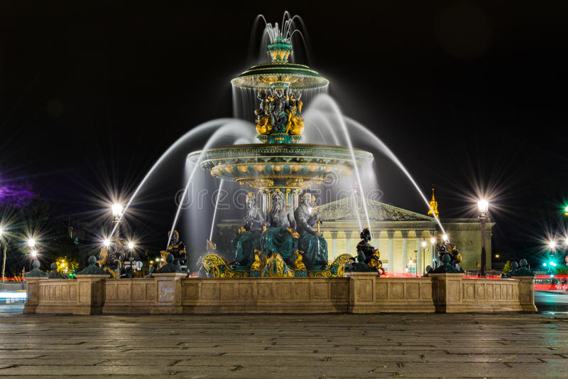 Setzen Sie De-La Concorde Fountain nachts stockfotografie