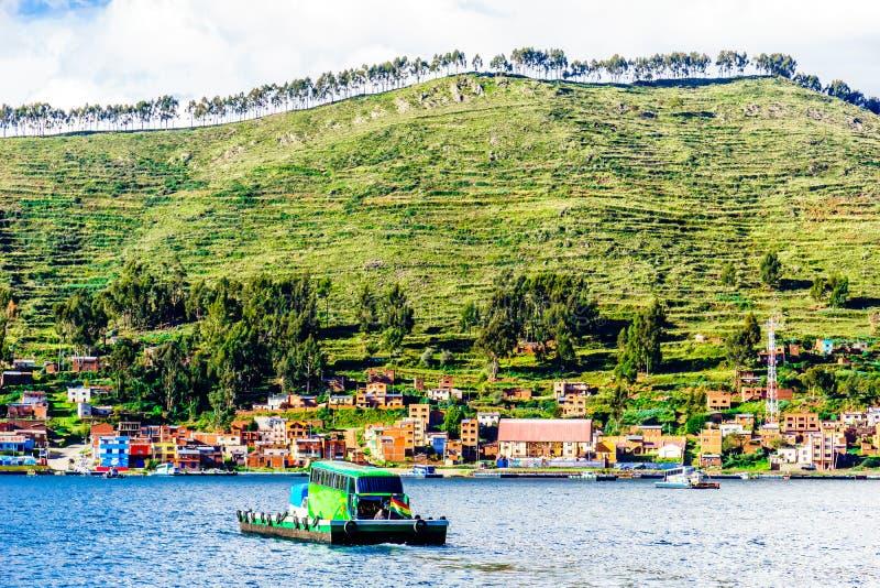 Setzen Sie durch tiquina auf dem Weg zu Cocabanana zu isla sel Solenoid - Bolivien über lizenzfreie stockfotos