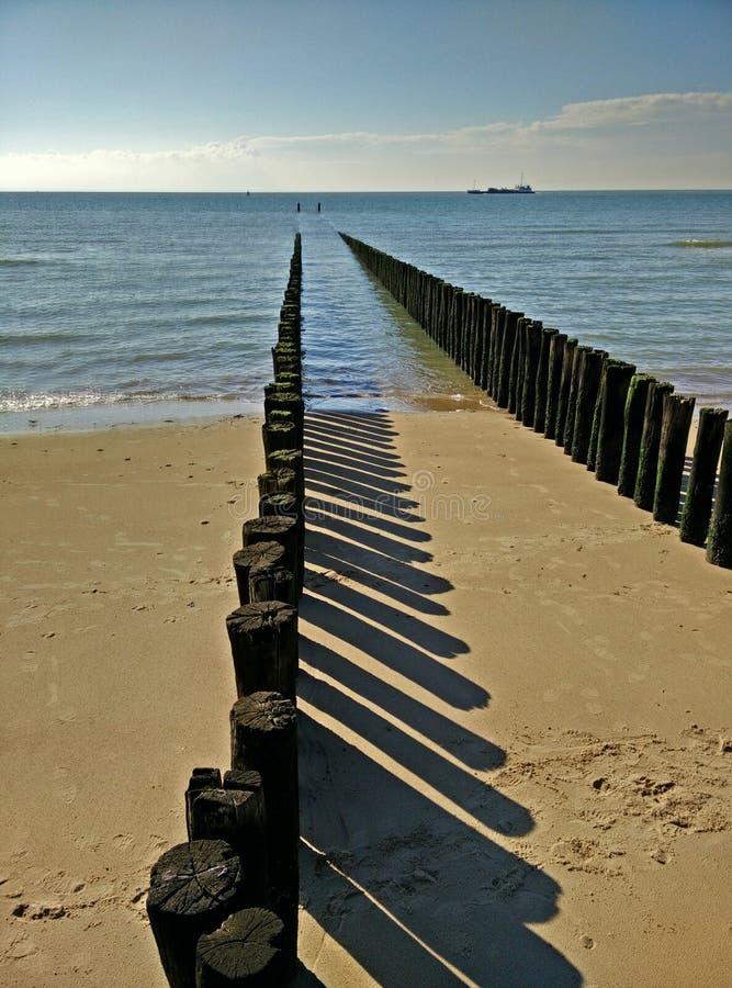 Setzen Sie Ferien auf den Strand lizenzfreie stockfotos
