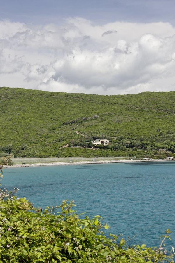 Setzen Sie nahe Porticciolo an der Ostküste, Cap Corse, Korsika, Frankreich auf den Strand lizenzfreie stockfotos