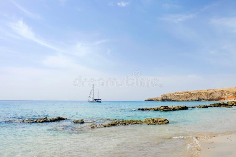 Setzen Sie Playa-las Coloradas in Morro Jable auf Fuerteventura, Spanien auf den Strand lizenzfreie stockbilder