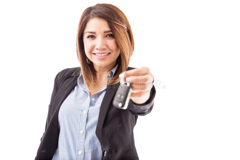 Seu carro novo está esperando-o imagens de stock
