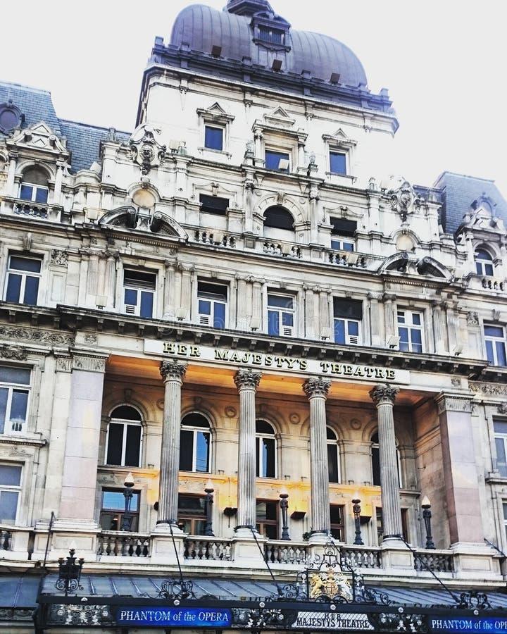 Seu Majesty& x27; teatro de s perto do circo de Picadilly em Londres imagens de stock royalty free