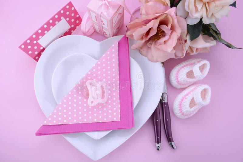 Seu um ajuste da tabela da festa do bebê do tema do rosa da menina foto de stock royalty free