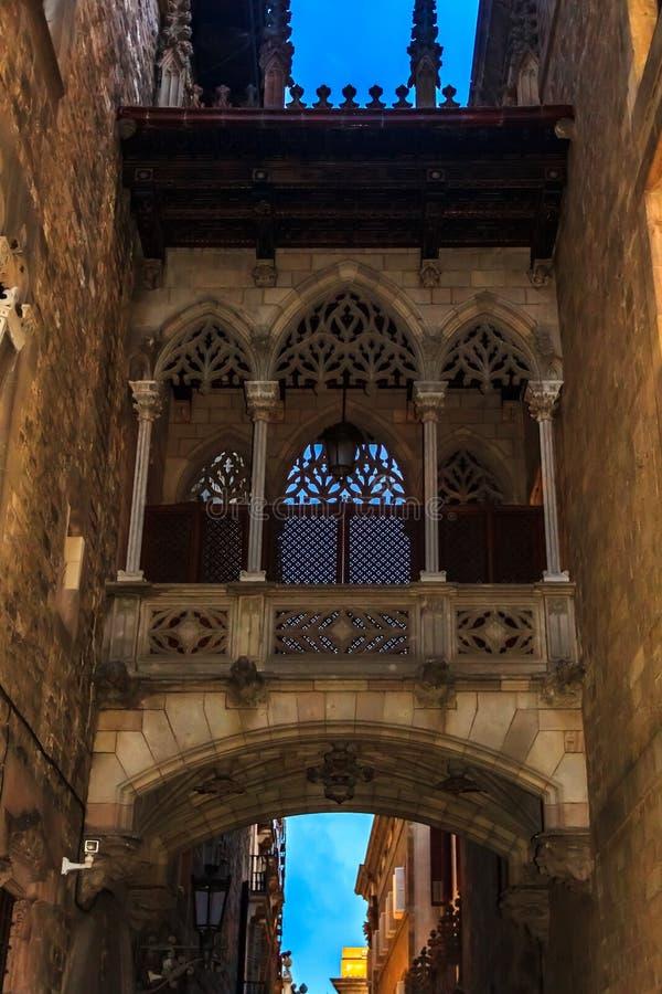 Seufzerbrücke im Barrio Gotico oder gotisches Viertel in Barcelona stockbild